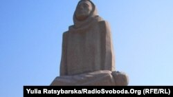Голодомор құрбандарын еске алу үшін қойылған ескерткіш. Днепропетровск, 18 шілде 2011 жыл