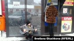 Нина Назаренко ән айтып отыр. Астана, 10 наурыз 2014 жыл.