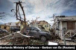 Разбурэньні ў галяндзкай частцы выспы Сан Марцін пасьля ўрагану Ірма.