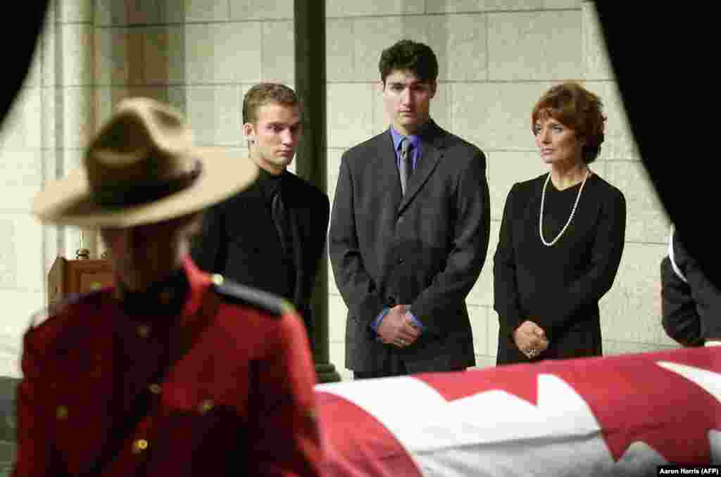 Current Prime Minister of Canada Justin Trudeau (center) stands at the casket of of his father, Pierre, the former prime minister, in 2000.
