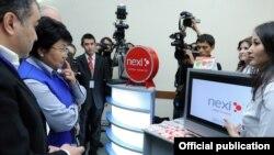 Президент Роза Отунбаева Маалымат технологияларынын биринчи форумунда, 26-ноябрь.
