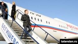 Медведев Бигеш һава аланына Казанда җыелган Ту-214 очкычына утырып килде