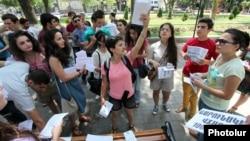 Июльские акции протеста в Ереване против подорожания проезда в общественном транспорте