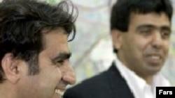 اکبر محمدی (چپ) به همراه برادرش منوچهر محمدی که اکنون در آمریکا زندگی می کند.