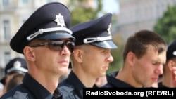Співробітники патрульної служби, Софійська площа, Київ, 4 липня 2015 року