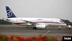 Sukhoi Superjet 100 дар фурудгоҳи Ҷакарта қабл аз парвоз, 9 май