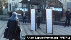 Kyivde Rusiye elçiligi yanında aktsiya, aprel 25