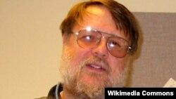 Создатель электронной почты Рэймонд Томлинсон в 2004 году.