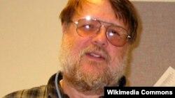 Раймонд Томлінсон, фото 2004 року