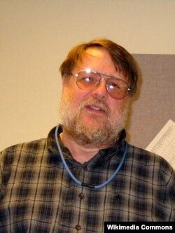 1974-cü ildə elektron poçtu kəşf etmiş Ray Tomlinson