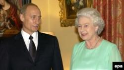 """В отличие от действующего президента, выпускать в Лондон картины власти опасаются: могут стать """"невозвращенцами"""""""