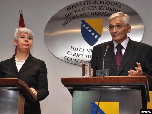 Jadranka Kosor i Nikola Špirić prilikom susreta u Sarajevu, 03.11.2009. Foto: Midhat Poturović