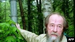 Не успела миновать хрущевская «оттепель», как Солженицын стал запрещенным писателем