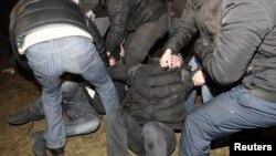 Բելառուս - Ոստիկանությունը ցրում է ընդդիմության ցույցը Մինսկի կենտրոնում, դեկտեմբեր, 2011թ.