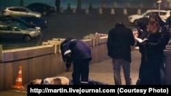 جسد بوریس نمتسف که در مرکز مسکو به ضرب گلوله افراد ناشناس کشته شد.