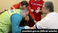 Петр Порошенко сдает анализы на НСК «Олимпийский». Киев, 5 апреля 2019 года