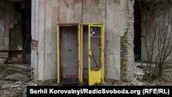 Телефонна будка у місті-привиді Прип'ять