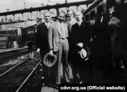 Зліва направо: Каленик-Григорій Лисюк, Євген Коновалець, Іван Рудаків, Микола Сціборський. Париж, 1929 року (фото: Центр досліджень визвольного руху)