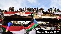 Sudanda nümayişçilər