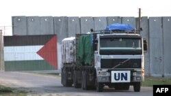 Palestinë - Një kamion i Kombeve të Bashkuara me ushqim arrin pas kalimit të kufirit në Kerem Shalom (Ilustrim)