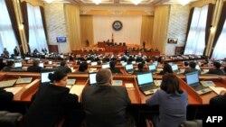 Буга чейин кыргыз парламентиндеги айрым фракциялар шайлоо маалында сырттан каржыланганы тууралуу кептер айтылган.