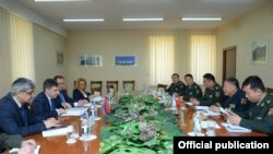 Armenia - Senior Armenian and Chinese military officials hold talks in Yerevan, 12Apr2017.
