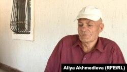 Алматы облысының төлқұжаты жоқ тұрғыны, 72 жастағы Михаил Демьяненко. Алакөл ауданы, 2015 жылдың қазан айы.