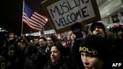 ԱՄՆ - Նախագահ Թրամփի հրամանագրի դեմ բողոքի ակցիա Չիկագոյի օդանավակայանում, 28-ը հունվարի, 2017թ․