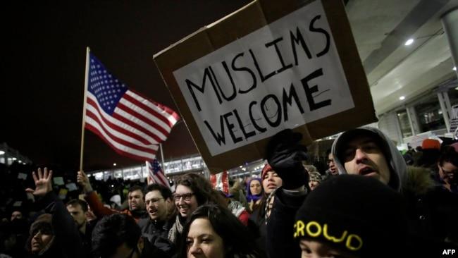 Protesti protiv prve zabrane na aerodromu u Čikagu