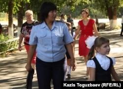 Алматының 60-мектеп-гимназиясындағы инспектор. 1 қыркүйек 2014 жыл.
