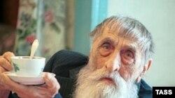 Алексею Ивановичу Пышненко - 104 года. Сегодня человек, доживший до такого возраста, - редчайшее исключение.