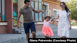 Олена Петровська із сім'єю