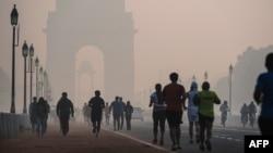 Індію визнали країною з найбільшим числом передчасних смертей, спричинених забрудненням – 2,5 мільйона у 2015 році (на фото Делі, листопад 2015 року)