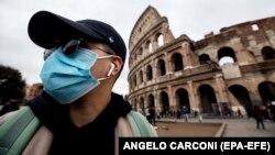 یک توریست ایتالیایی در شهر رم پایتخت ایتالیا