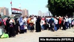 مصريون يحتفلون بشم النسيم