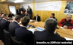 Владимир Путин на совещании по вопросам строительства Крымского моста и социально-экономического развития Крыма и Севастополя, 18 марта 2016 года
