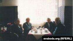 Ірына Быкава, Івонка Сурвіла, Васіль Быкаў і Сяргей Навумчык, 23 сакавіка 2003 г., Прага
