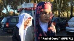 Депортированная из России Зарина Юнусова, мать Умарали Назарова. Душанбе, 16 ноября 2015 года.