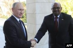 Владимир Путин и Омар Башир. Сочи, 23 ноября 2017 года