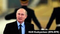 Владимир Путин проследовал на встречу с Советом по правам человека. 30 октября 2017