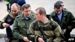 Главрь группировки «ДНР» (второй слева) Александр Захарченко. Донецк, ноябрь 2014 года