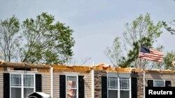 Stuhitë e fuqishme kanë shkatërruar shtëpi...