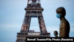 Президент Франції Емманюель Макрон заявив, що його країна повністю відновлює роботу економіки, зокрема всіх ресторанів, від 15 червня