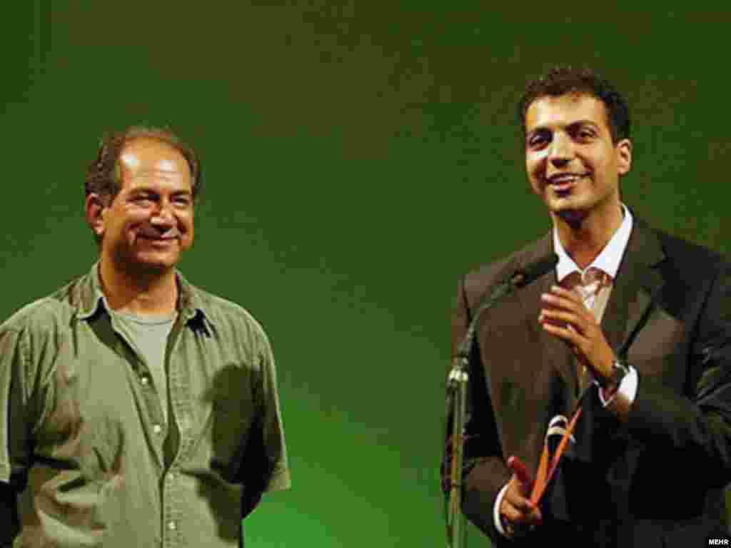 عادل فردوسی پور همراه آتیلا پسیانی در مراسم معرفی برگزیدگان دهمین جشن خانه سینما