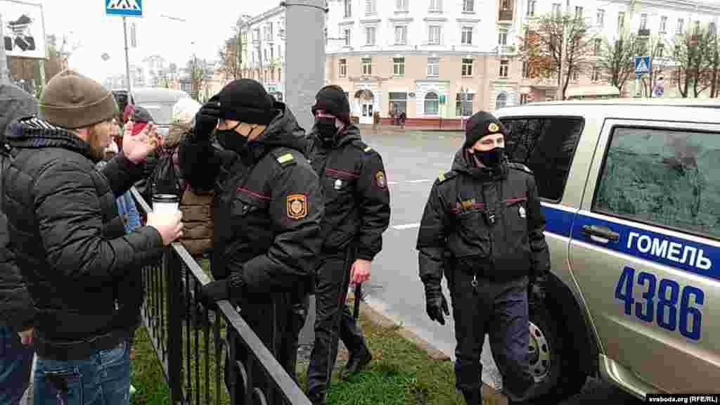Міліцыя разганяе пратэст у Гомлі.