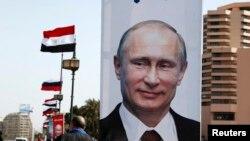 Портреты Владимира Путина на улицах Каира