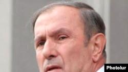 Hələlik Ter-Petrosyan çıxışlarında Rusiya ilə bağlı hər hansı fikir söyləmir