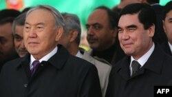 Президент Казахстана Нурсултан Назарбаев и президент Туркменистана Гурбангулы Бердымухамедов.