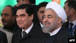 Eýranyň prezidenti Hassan Rohani (s) we Türkmenistanyň prezidenti Gurbanguly Berdimuhamedow (c), Türkmenistan, 3-nji dekabr, 2014.
