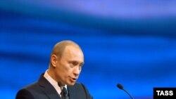 Выступая на съезде ФНПР, президент пожурил профсоюзы за сокращение численности